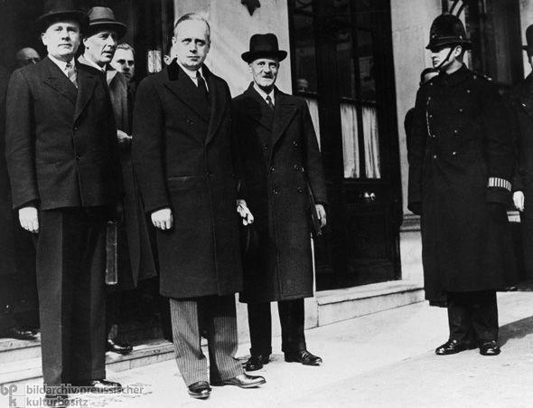 Joachim Von Ribbentrop. De vendedor de Champan a Ministro de Relaciones Exteriores. Así le fue...