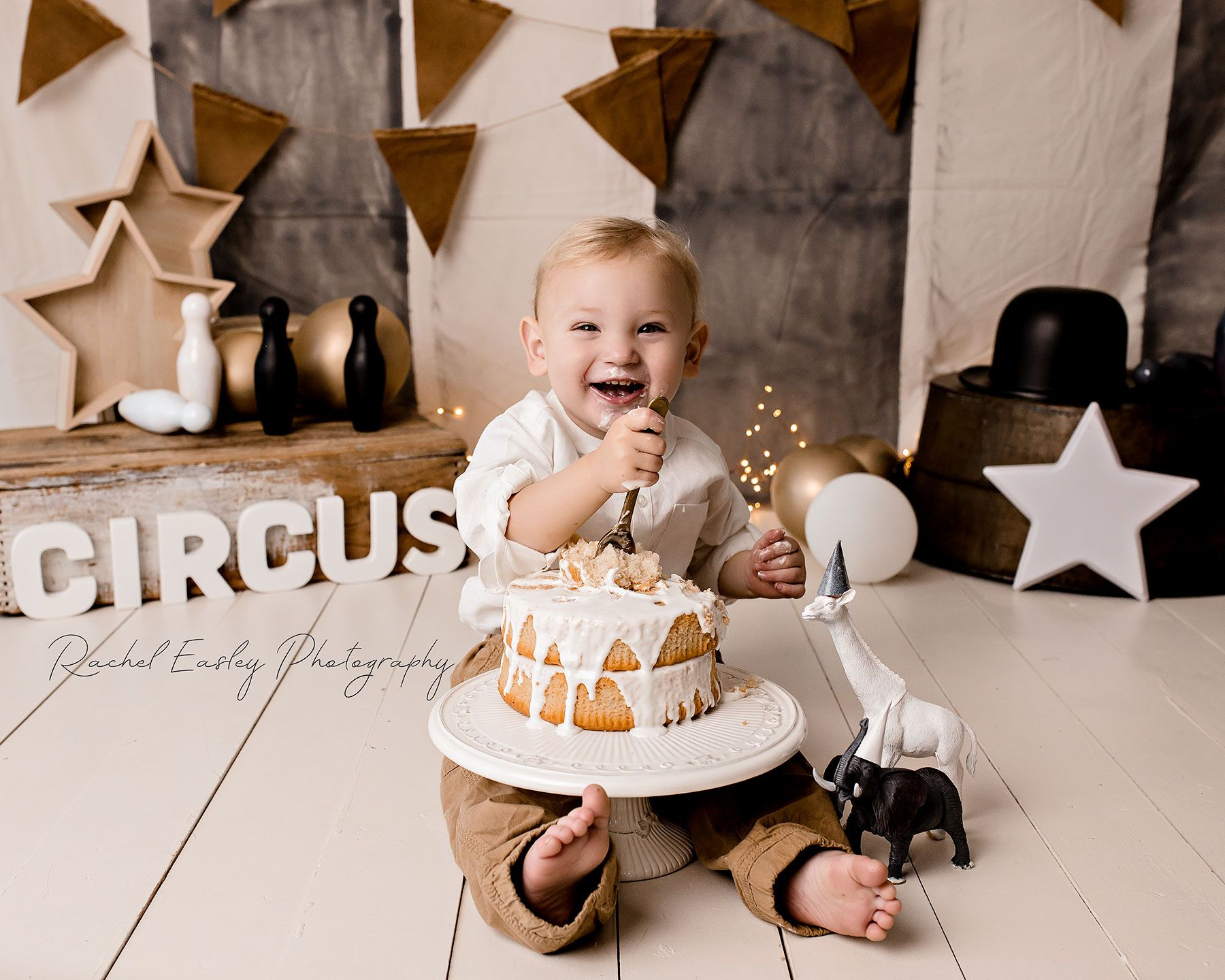 Vintage Circus Cake Smash Brisbane Cake Smash Photographer Www Racheleasleyphotography Com Au Circus Cake Baby Cake Smash Cake Smash