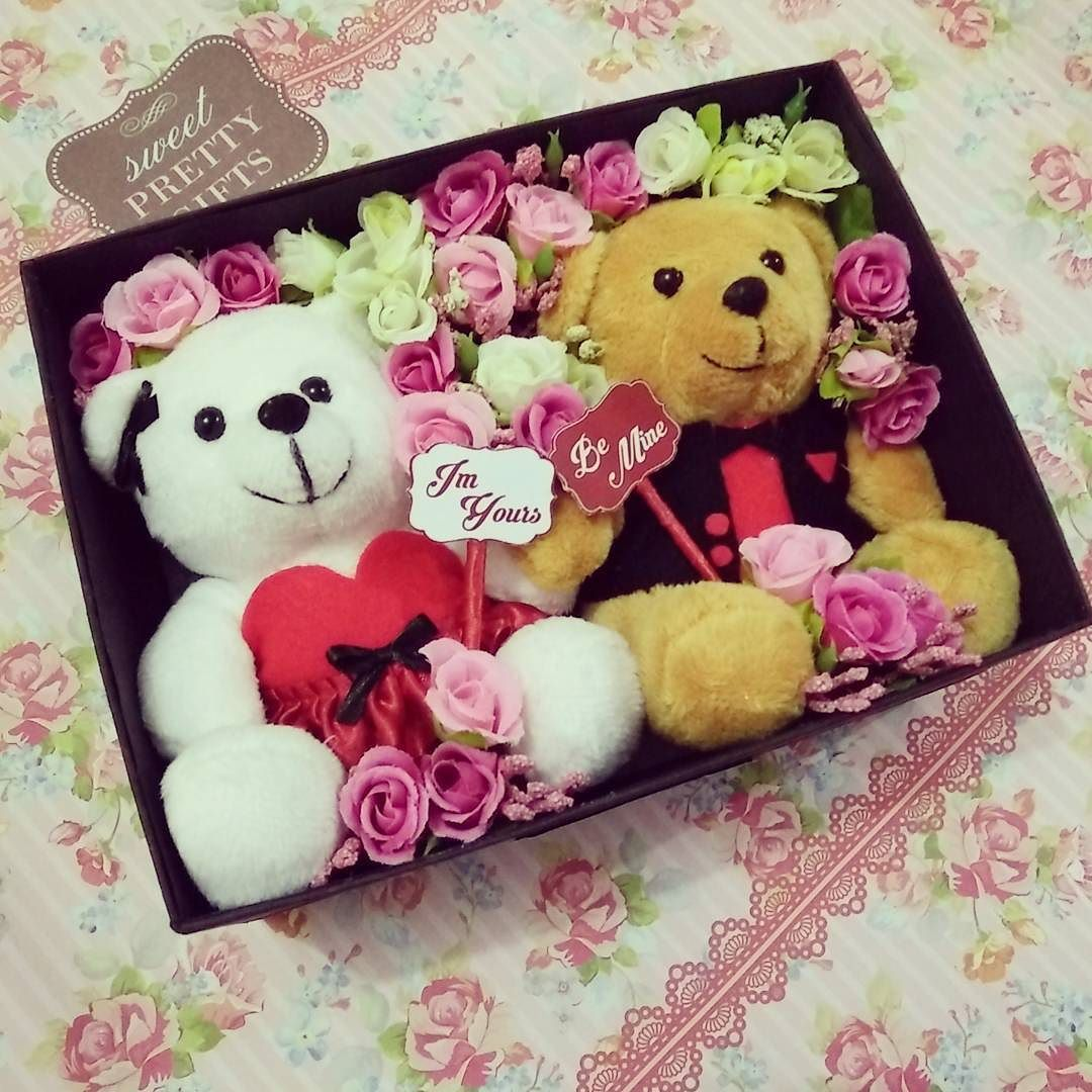 Hi! We're open order for valentine day Our valentine hampers consist of:  Hard box Pretty&chic valentine design 2 teddy bear couple (with their clothes) Artificial flowers ( can request mix 2 colors from 5 colors) Valentine card  Earlybird promo only 90k (For 10 first buyers)  Closed order 10 february Can ship to all city in Indonesia (via jne) For info and order line fransiscathina92 Happy shopping!! ;;) #dollbouquet #flowerbouquet #buketboneka #buketbunga #gift #giftideas #teddybear…