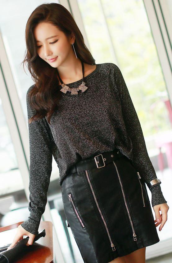 StyleOnme_Zipper Detail Leather Mini Skirt #allblack #chic #stylish #seoul #koreanfashion #trendy #autumnlook #zippers
