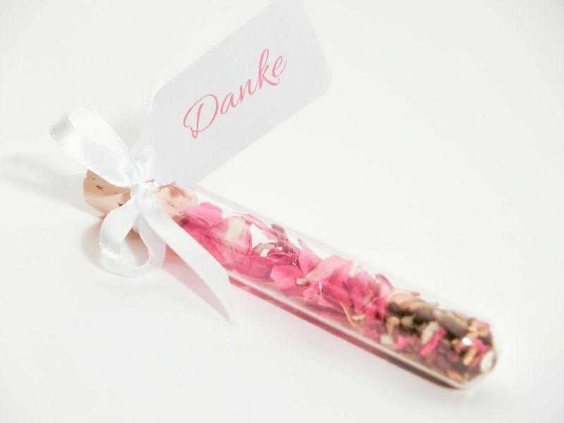 Gastgeschenk Blumensamen im Reagenzglas pink von up in the clouds - traumhaft schöne Dekorationsideen auf DaWanda.com