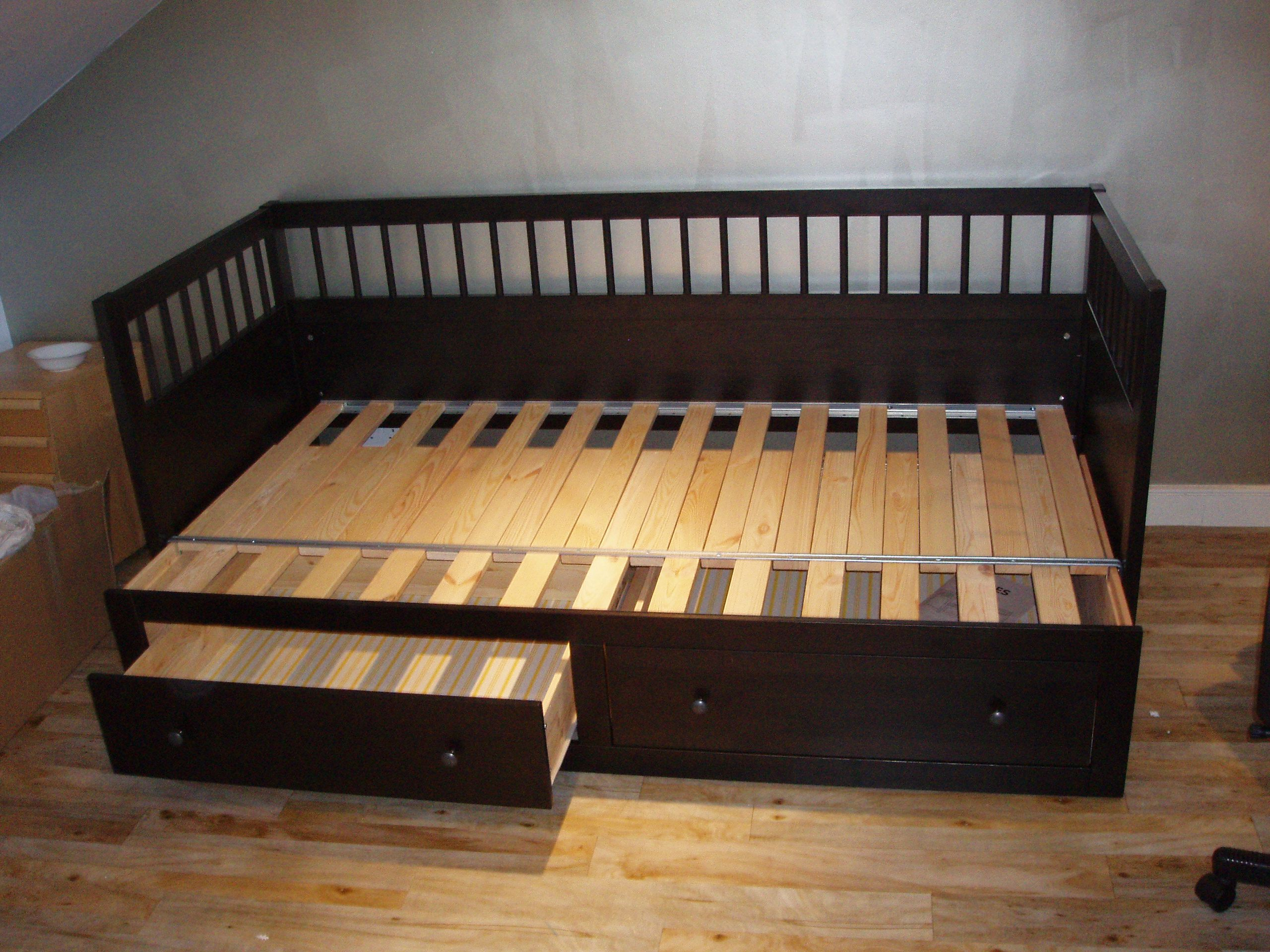 Hemnes bed unpacked Diy daybed, Futon sofa, Queen daybed