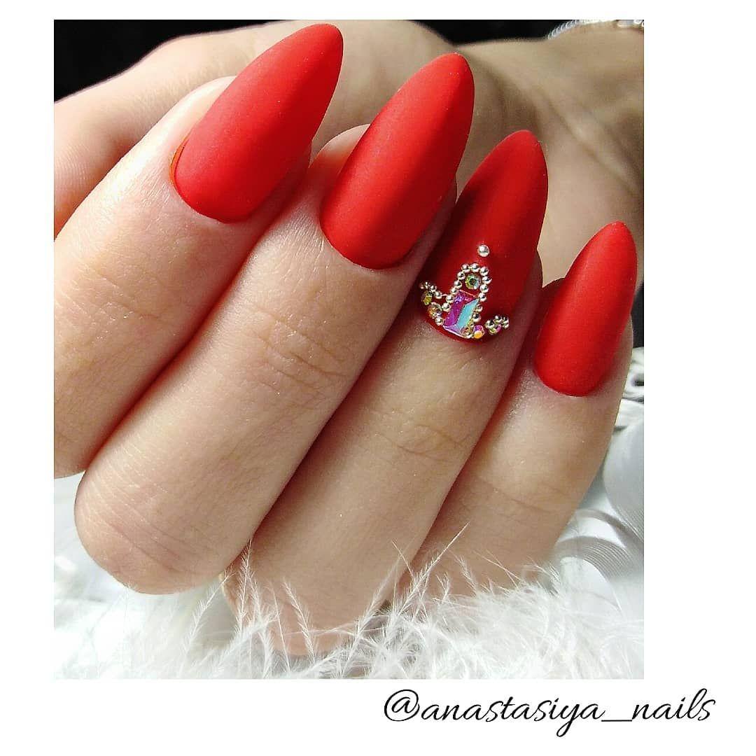 Красные ногти, матовые ногти, длинные ногти, миндаль ...