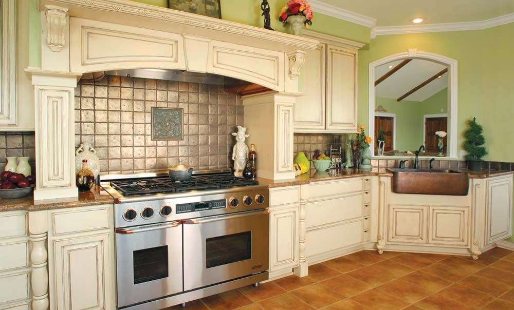 French Country Style kitchen, Huntwood Absolutely love the layout of this  stove and cabinets surrounding it