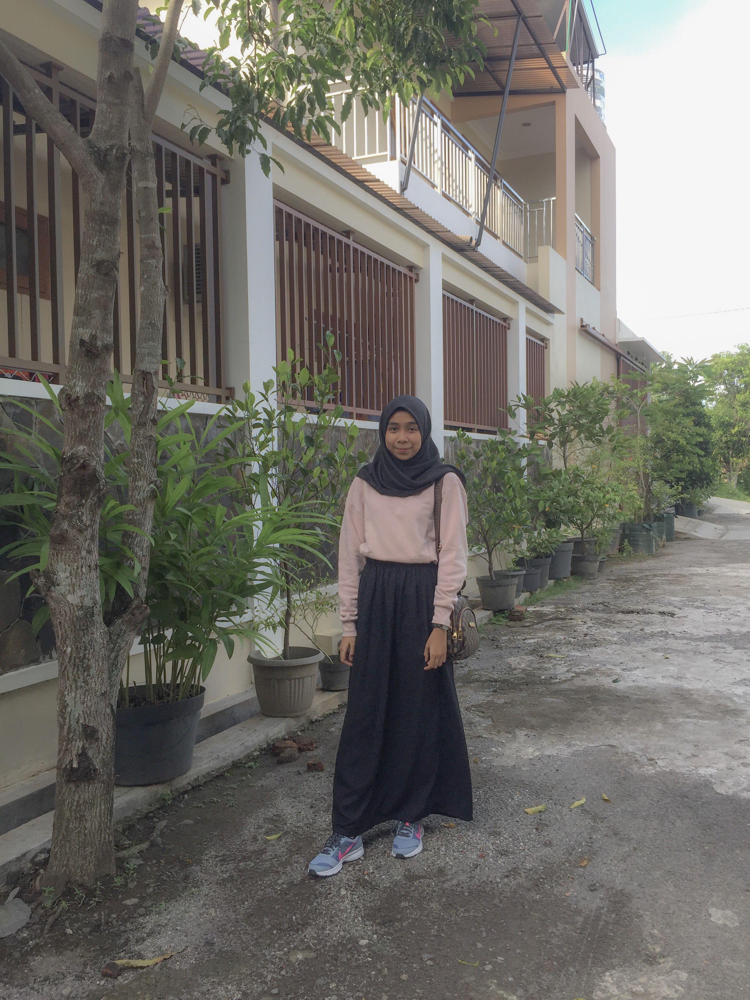 Pin oleh Vira🌸 di Outfit Model pakaian hijab, Wanita