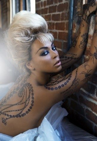 Rihanna Wings Tattoo : rihanna, wings, tattoo, Beyonce, Temptu, Tattoo, Model;, Fake,, Could, Real?, Tattoos, Picture, Hair,, Tattoo,, Beauty