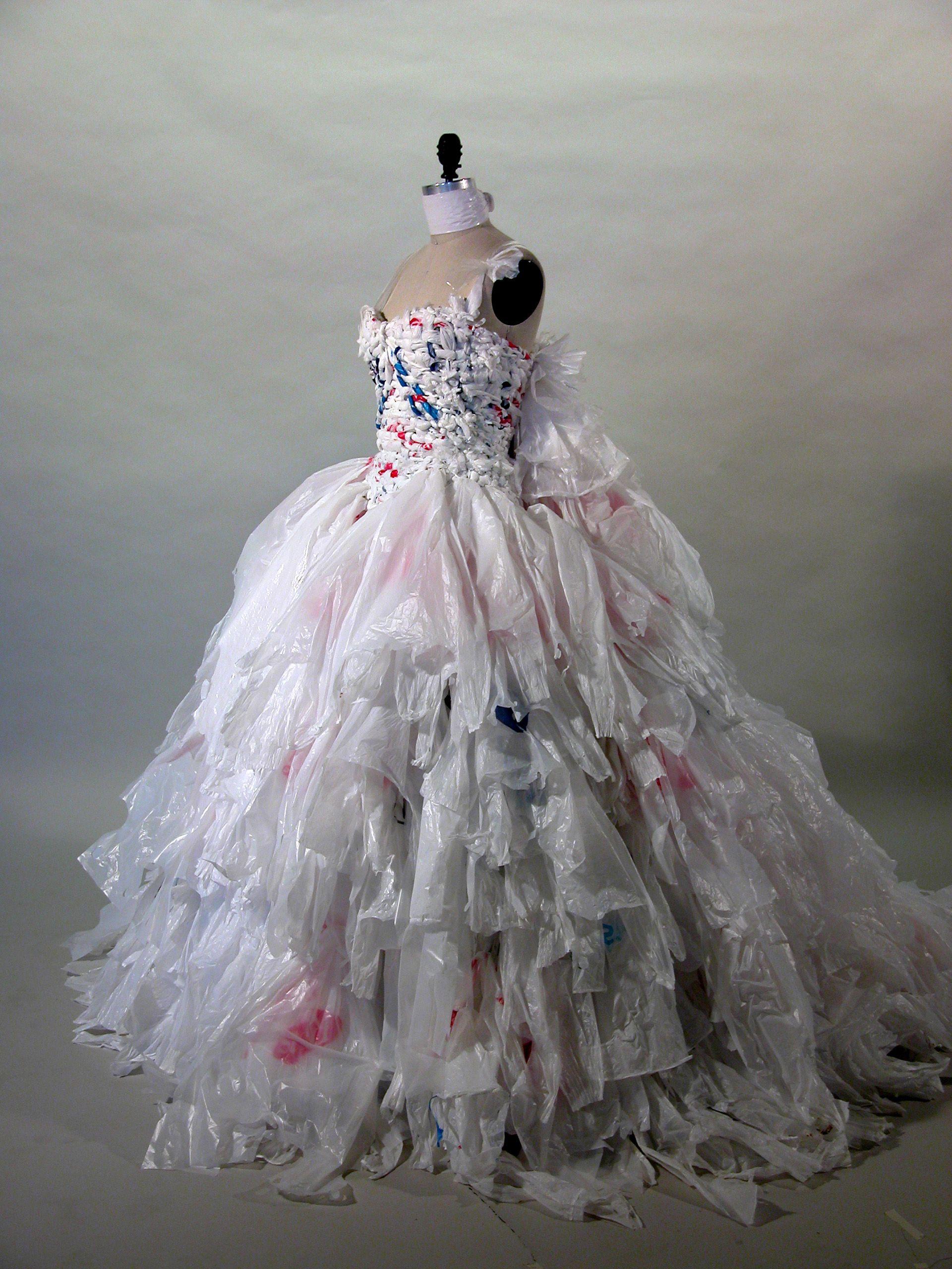 plastic bag dress kleding van vuilniszakken pinterest