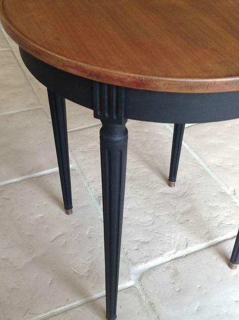 Patine Noire Moderne Pour Une Table Aux Lignes Classiques L Atelier D Ema Salle A Manger Table Ronde Relooking De Mobilier Relooker Meuble