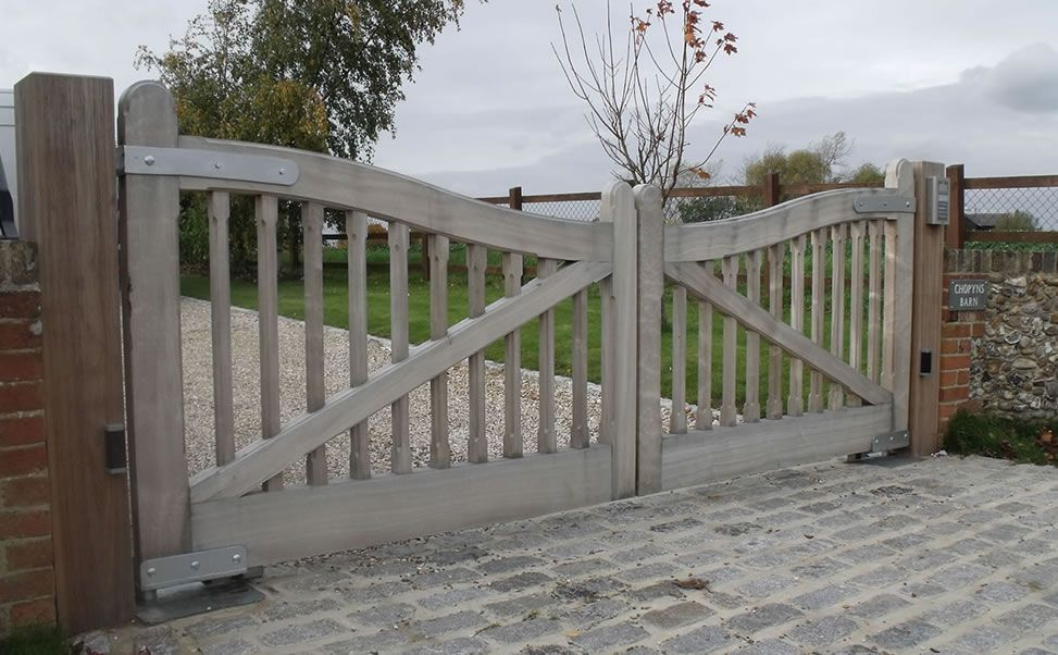 Automatic Wooden Electric Gates In Essex Kent Surrey And London Wood Gates Driveway Farm Gate Wood Gate