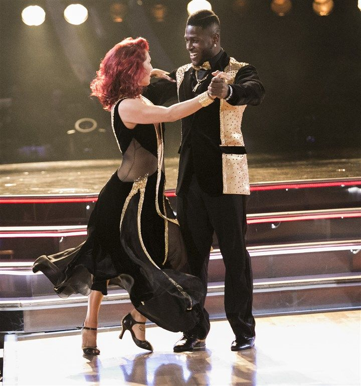 Antonio Brown gets off to quick start on 'Dancing With the...: Antonio Brown gets off to… #DancingWithTheStars #DancingWithTheStars2016