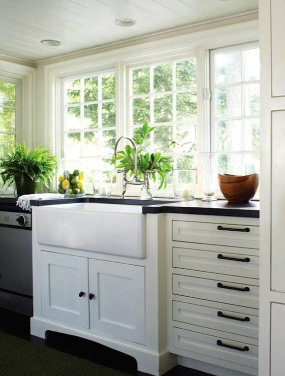 Kitchens farmhouse sink white kitchen cabinets black for White bathroom cabinets with bronze hardware