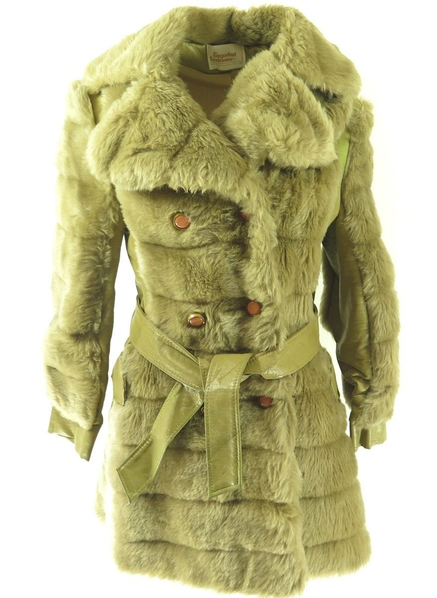 65cd4df2ba23d This is an authentic vintage 80s Retro faux fur coat. Perfect for keeping  you warm and in style during the winter season.