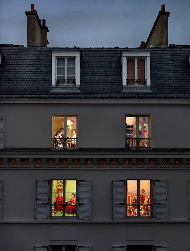 Du voyeurisme à travers les fenêtres de Paris Photo