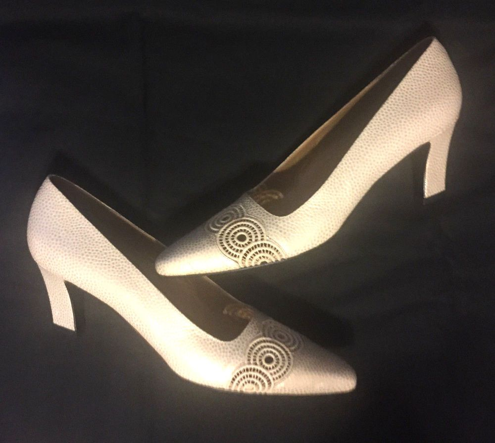 496f80a41a8e Stuart Weitzman for Mr. Seymour. Size 8.5 SS Super Slim THESE ARE NARROW!  According to a Stuart Weitzman size chart