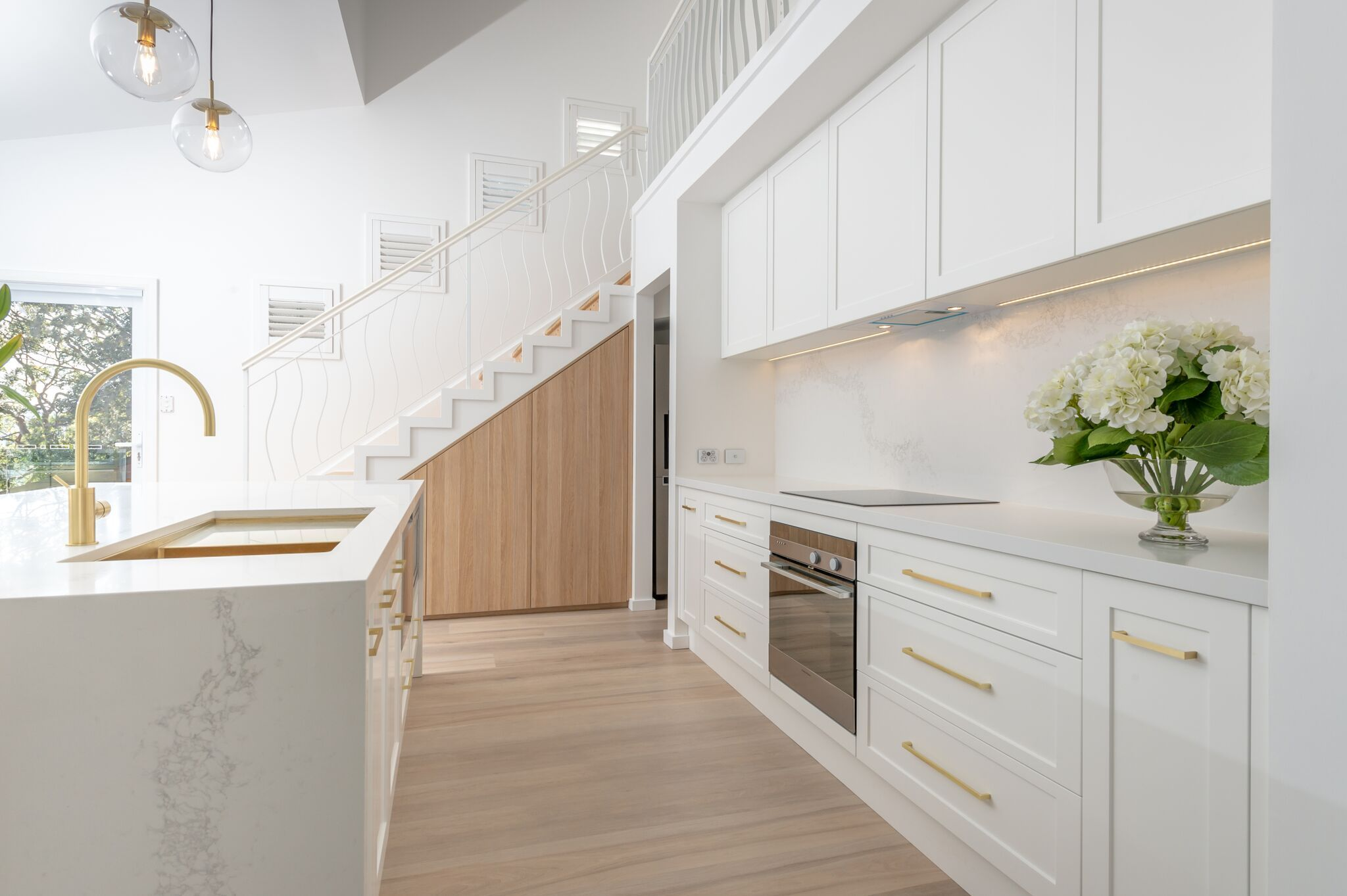 kitchen whitekitchen Caesarstone Classico 5131