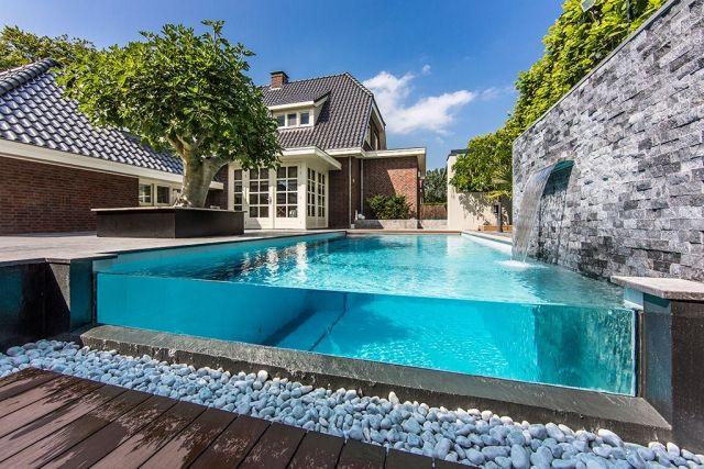 Pool Mit Wasserfall modernes pool design glas wand sichtbar steinmauer wasserfall