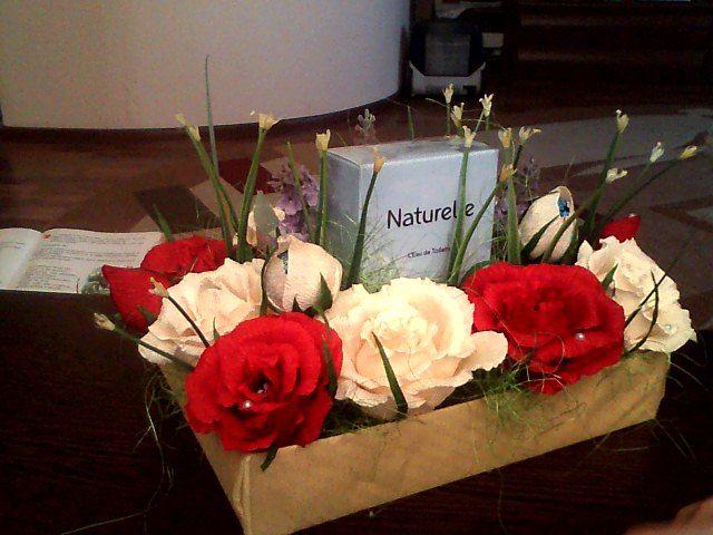Оформлення подарунку небозі, троянди з цукерками