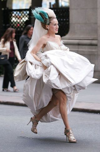 Sarah Jessica Parker S 51 Best Shoe Moments Met Gala Outfits Carrie And Big Wedding Dresses