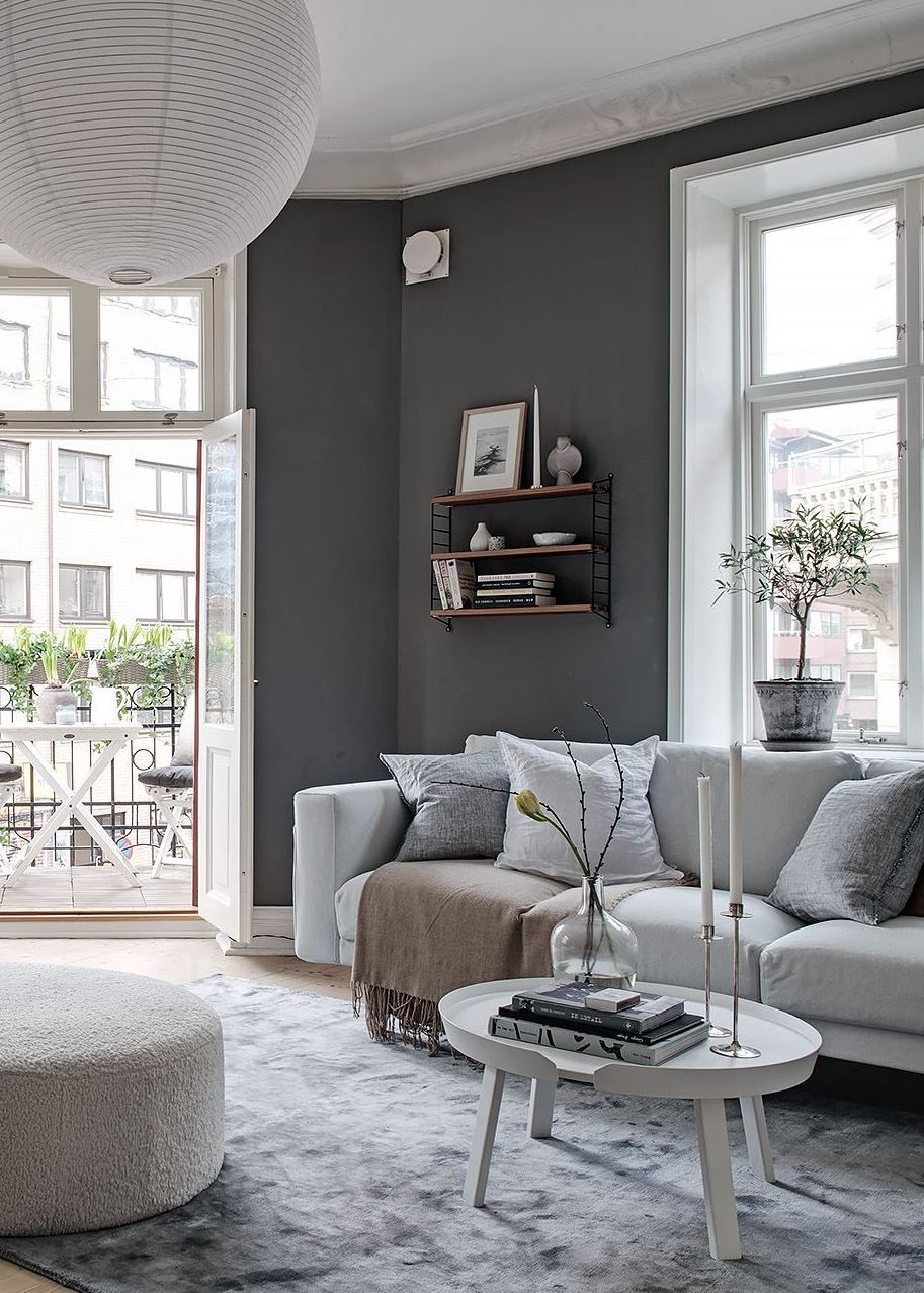 Adjacent rooms in different colors
