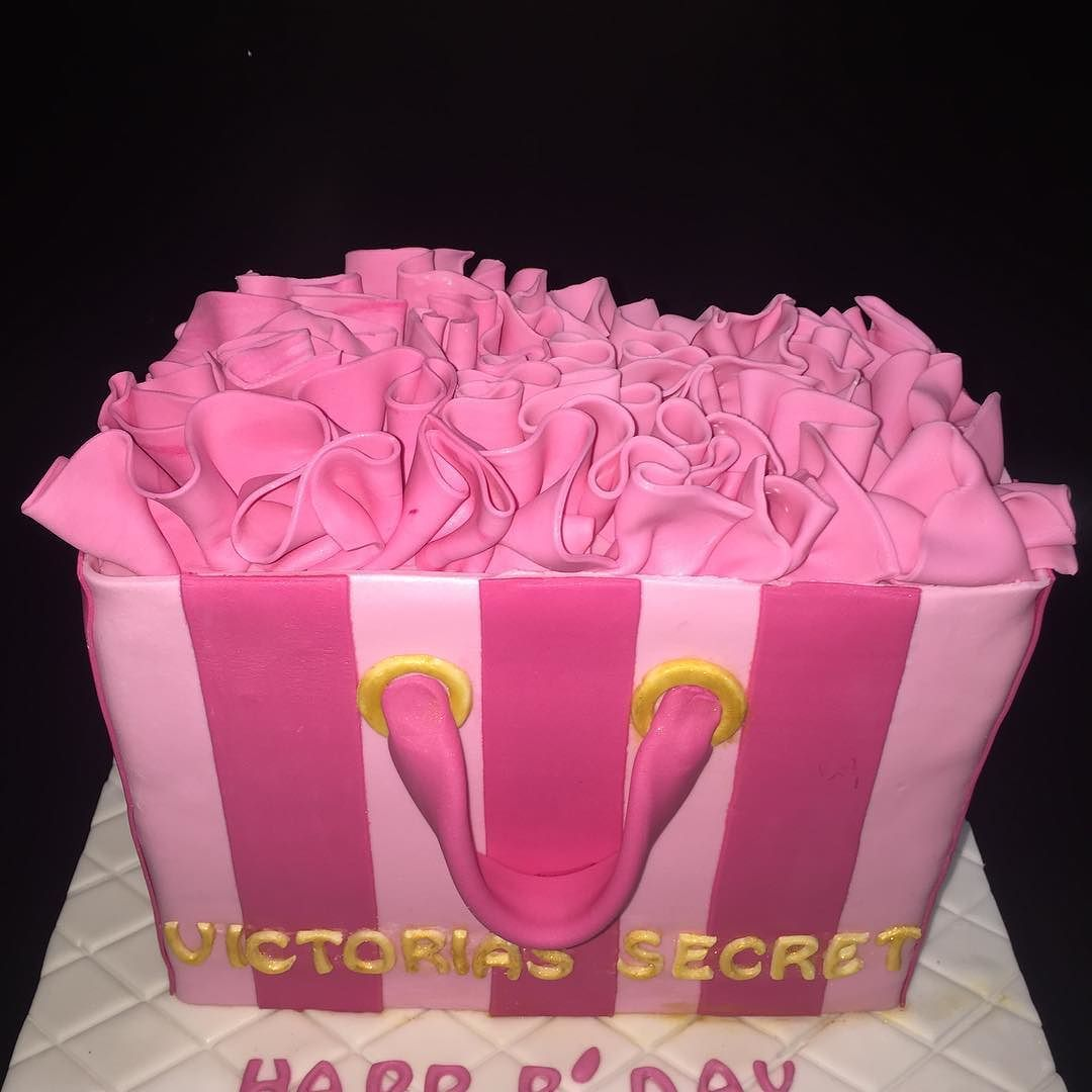 #Natti.cakes birthday cake #victoriassecret #fondant #butter cake #butter cream #pink by natti.cakes