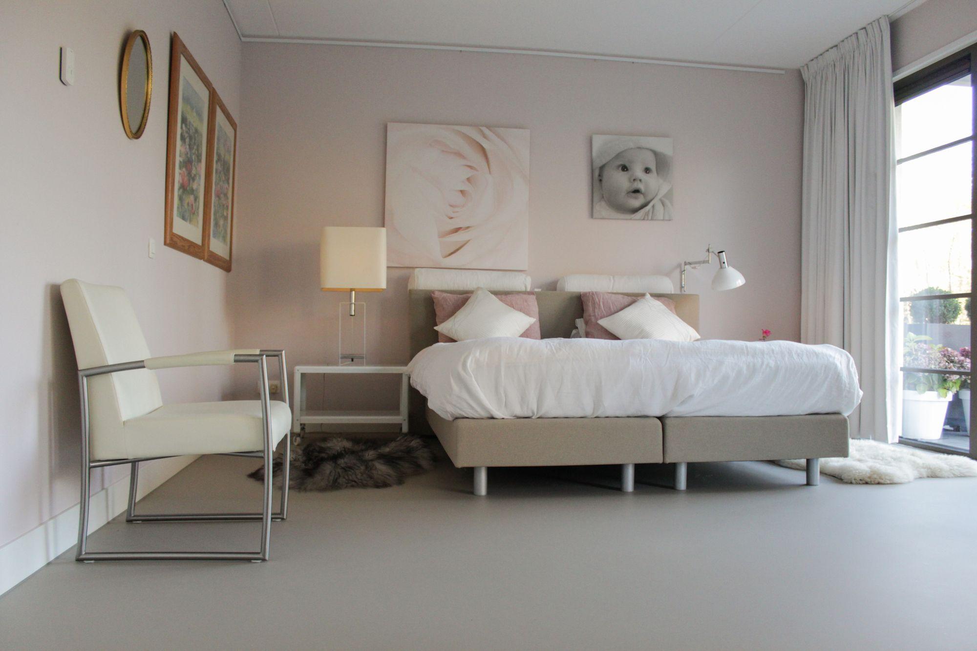 Lichte gietvloer in slaapkamer motion gietvloeren gietvloer