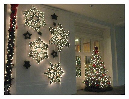 boxwood covered snowflake forms (White House Christmas 2012