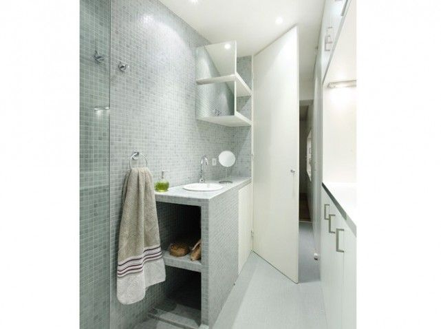 10 petites salles de bains pleines d 39 astuces elle - Salle de bain dans un couloir ...
