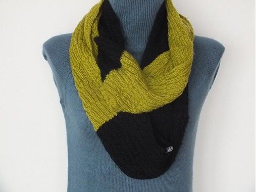 IXYPSILON / Olive and Black Scarf.