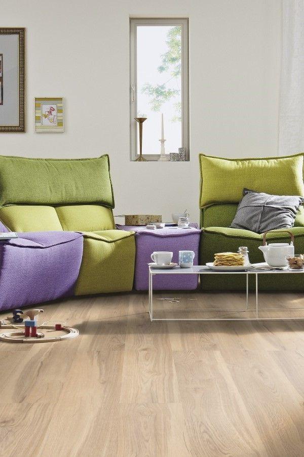 Decoración de sala con elementos coloridos y alegres. El #suelo ...