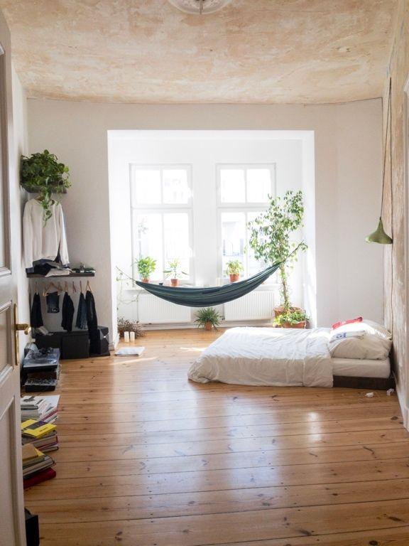 Grossraumiges Wg Zimmer Mit Einer Hangematte Im Erker Wg Zimmer