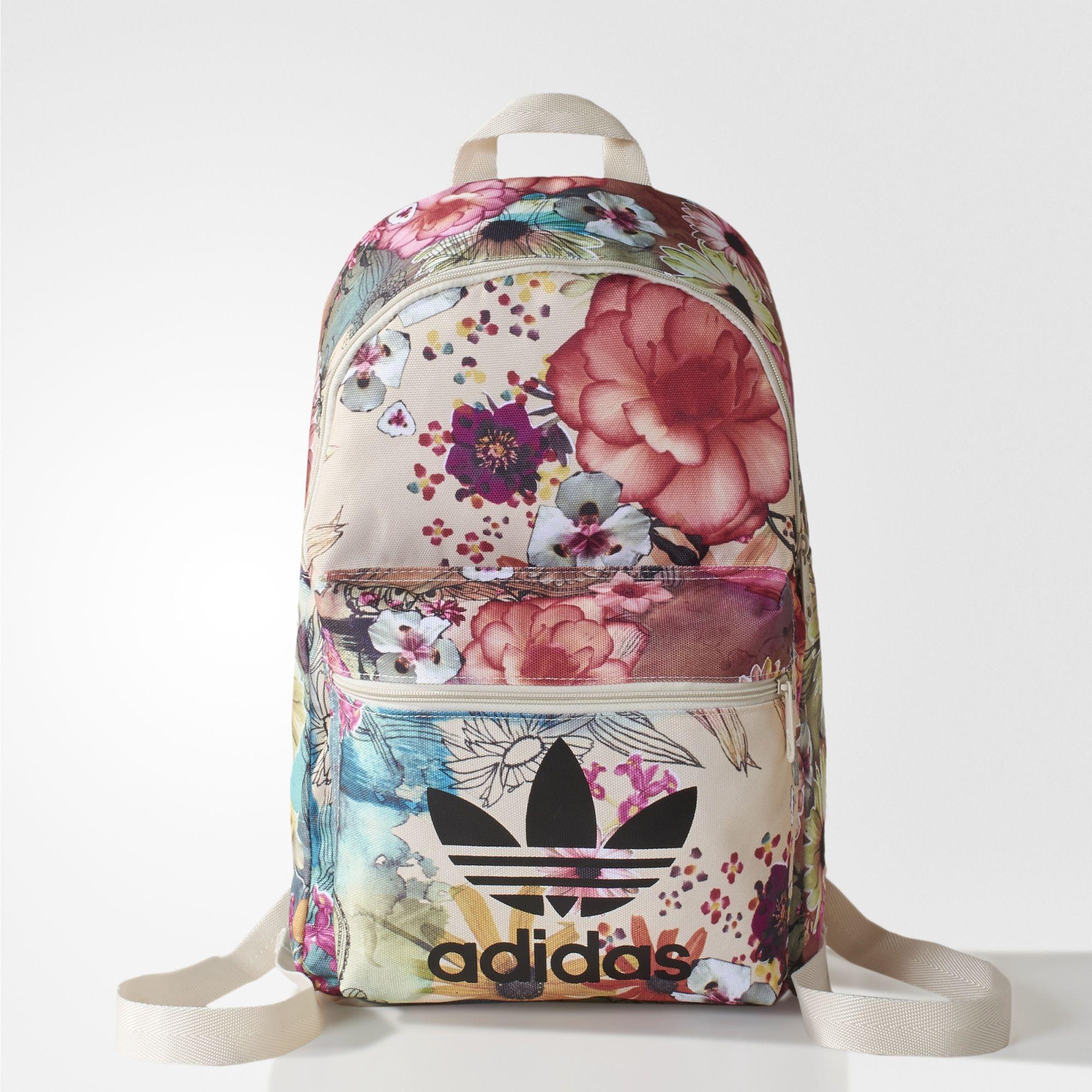 O design da Mochila BP C Confete foi criado em parceria com a FARM. Coberta  em estampa de florais femininos fb39ff8b439