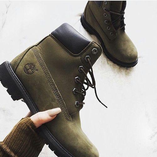 e718b43e88b Razones para llenar tu guardarropa de verde militar Zapatos Nike