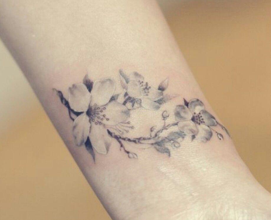 Tatuaje Almendro En Flor Sfb