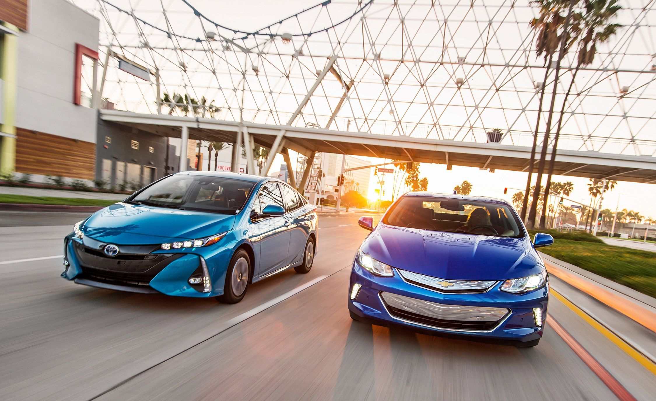 2017 Chevrolet Volt Premier Vs 2017 Toyota Prius Prime Advanced