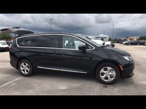 2017 Chrysler Pacifica Orlando Deltona Sanford Oviedo Winter Park FL R608567 #FieldsCJDR #Sanford #Florida