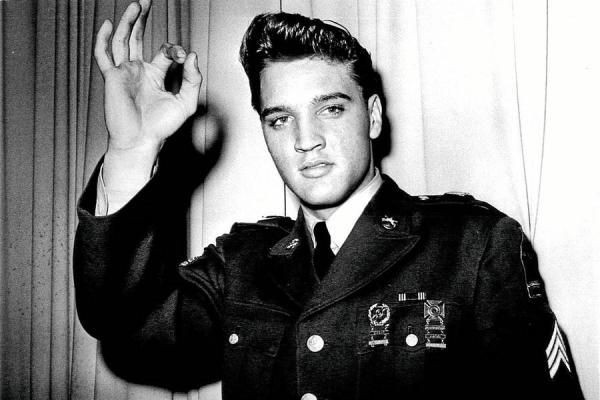 Elvis Presley 1935 1977 Flashing A Satanic Hand Sign For 666 Notice The Three 6s Cleverly Hidden In This Popular Illuminati