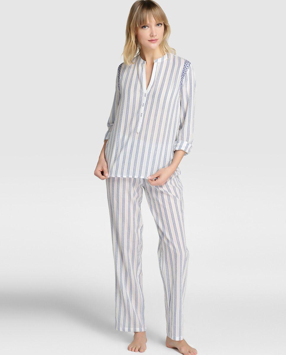 da70f85f7 Pijama de mujer ÉNFASIS largo con estampado de rayas - Pijama de dos piezas  estampado a rayas en tonos blanco y azul. Va compuesto por camisa de manga  larga ...