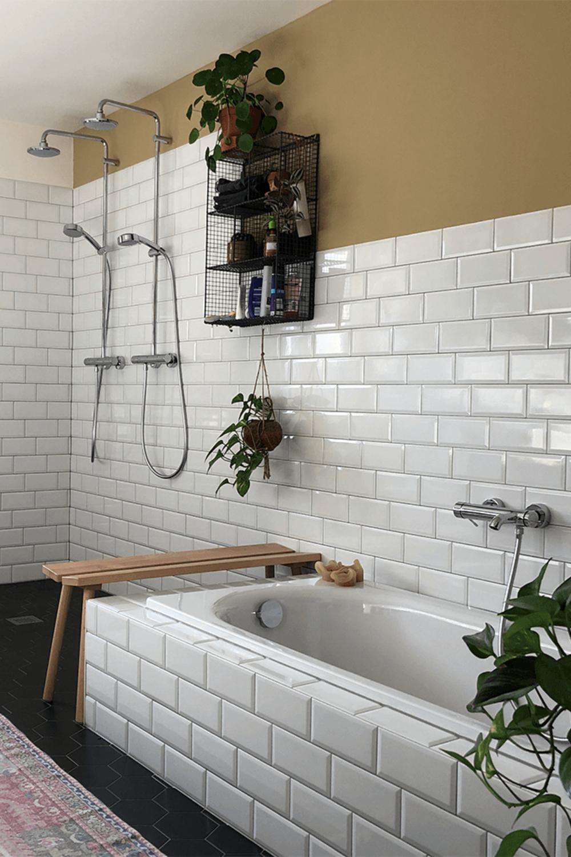 Farbfreude Verenas Bad In Currygelb Kolorat In 2020 Wandfarbe Wohnzimmer Farbe Warme Farben