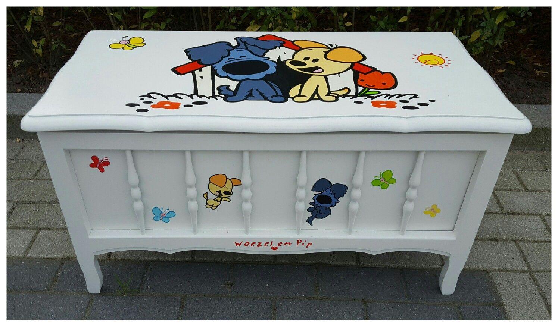 Woezel En Pip Opbergkist.Prachtige Oude Kist Beschilderd Met Afbeeldingen Van Woezel