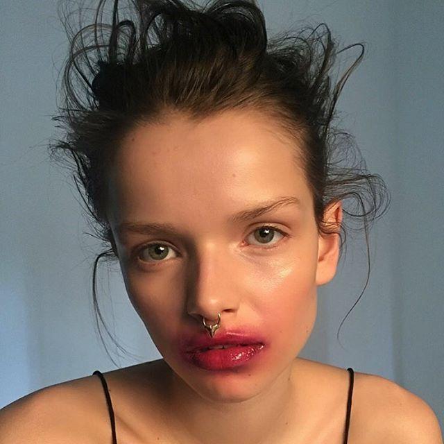 #behindthescenes with the beauty @marielouisewedel using @rationale @ellisfaascosmetics #skin #cherrylips