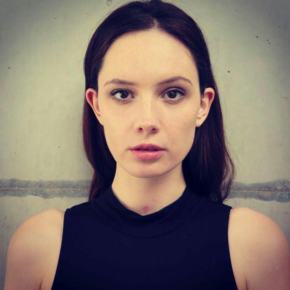 Olwen Catherine Kelly | Elizabeth hurley, Dark beauty, Beauty