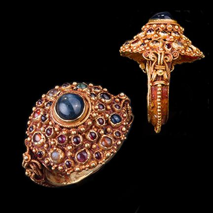 SUE OLLEMANS ORIENTAL WORKS OF ART antique Gold Navaratna Ring
