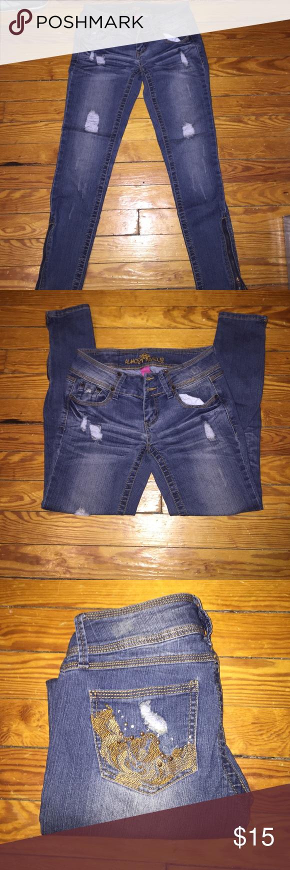 "Distressed denim jeans Distressed denim skinny leg  jeans size 5 - inseam 27"" Jeans Skinny"