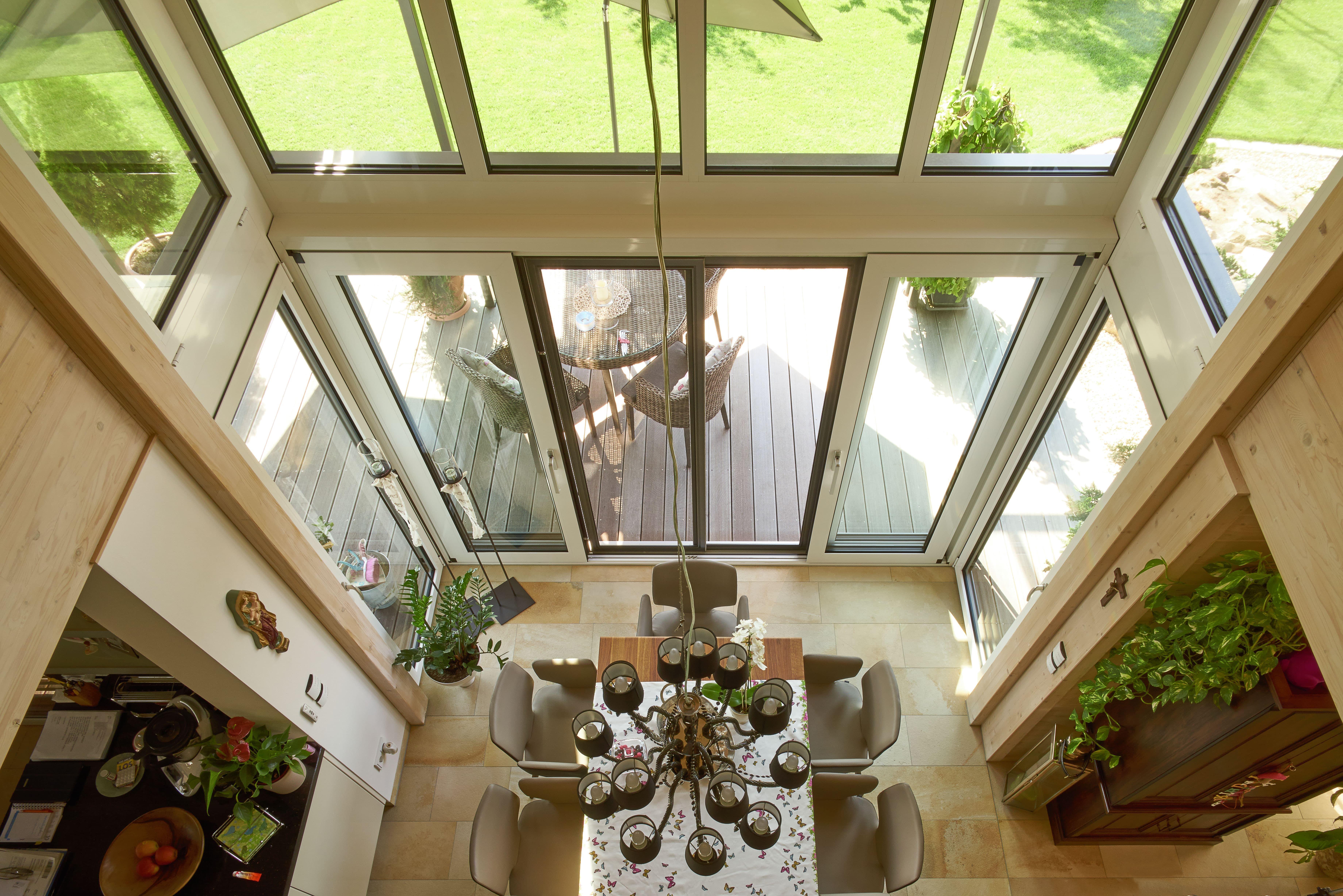 Dieses großzügige Haus läßt keine Wünsche offen harmonisch gestaltete Wohnräume Wellnessbereich mit Schwimmbad Dachterrassen zum Relaxen ei…