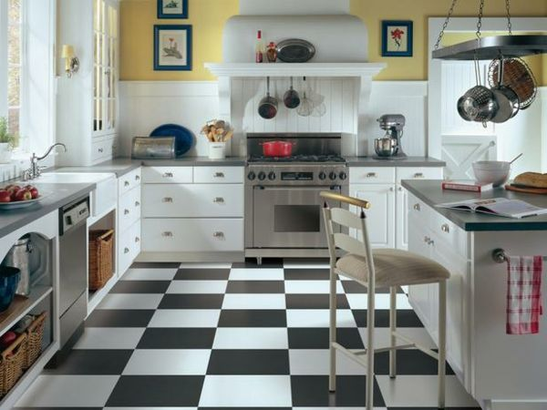 Küchenboden Eklektische Kücheneinrichtung Zitronengelbe Wände - Fliesen küche schwarz weiß