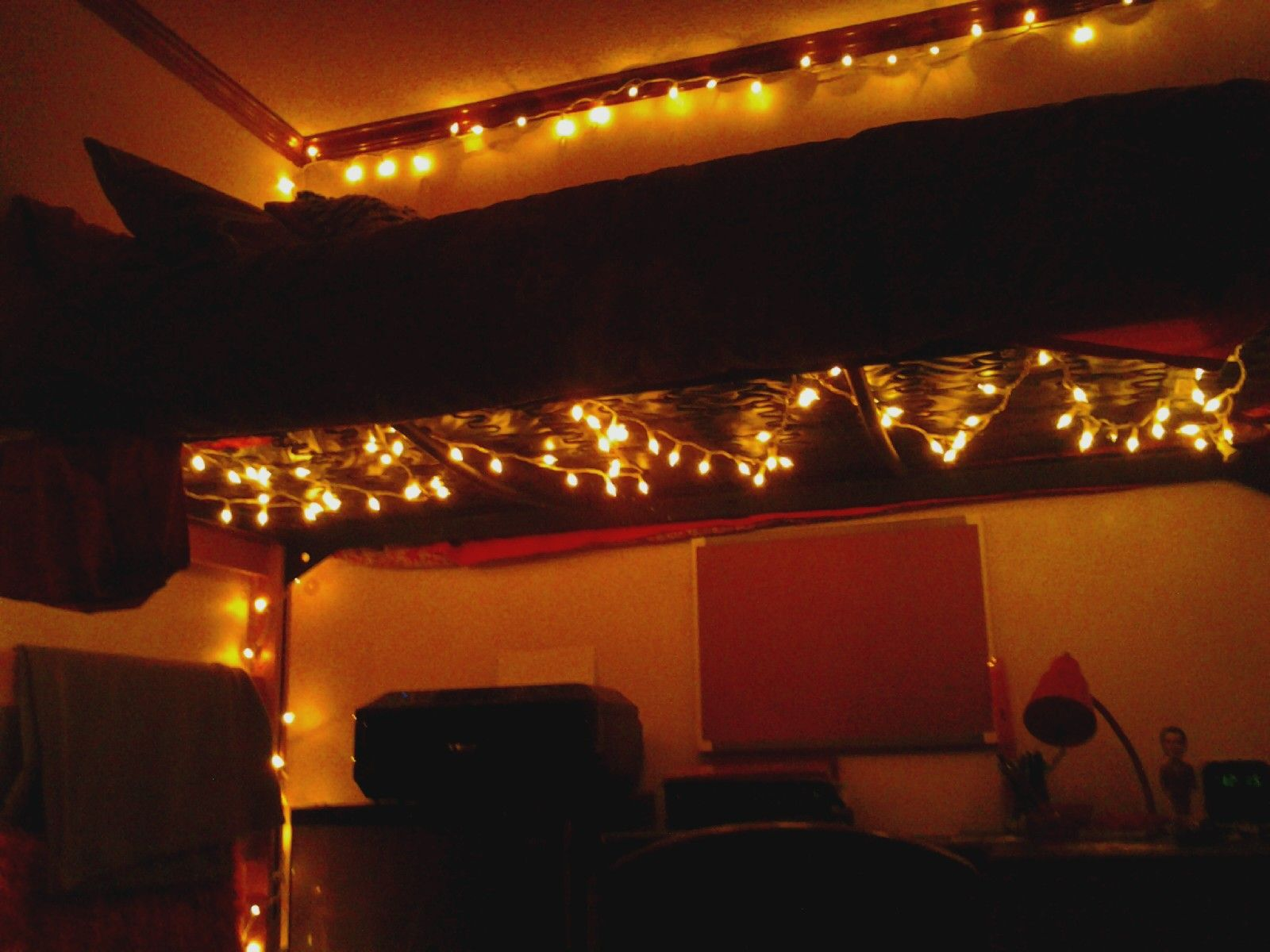 Put Christmas Lights Under A Lofted Bed To Light Up A Dreary Dorm Room! Part 9