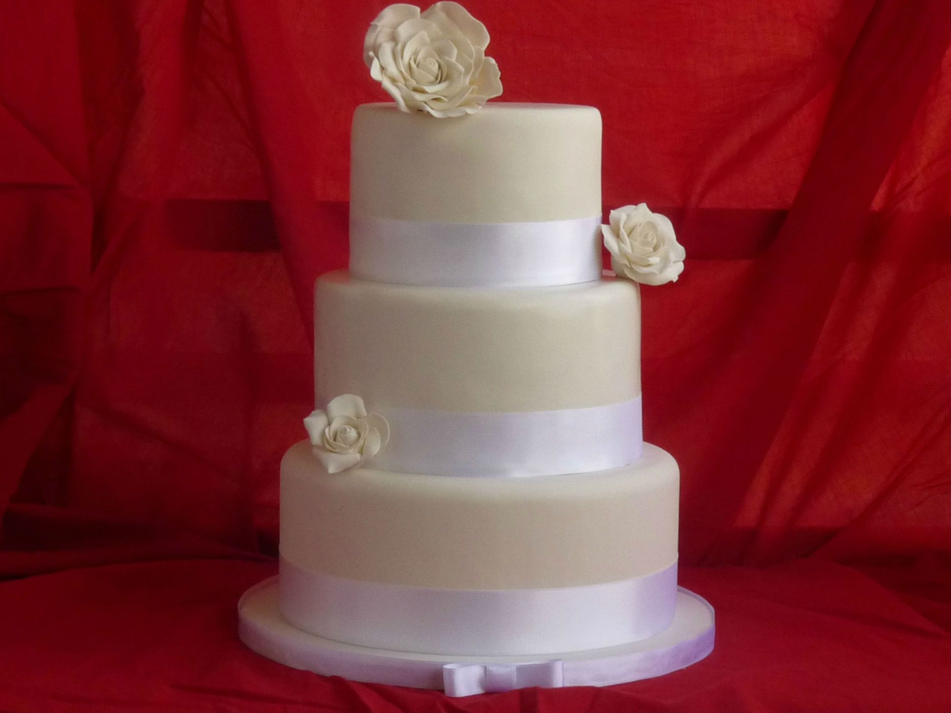 Tarta de Boda Tres Rosas - Flores en pasta de goma - White Gumpaste Roses wedding cake - By Lola Gonzalez