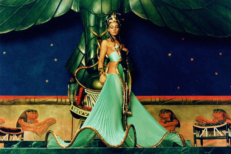 Monica Bellucci In Asterix Obelix Mission Cleopatra 02 Monica Bellucci Cleopatra Fashion Film