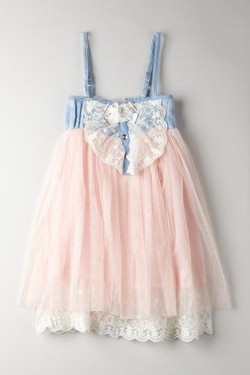 Adorable little girls dress!