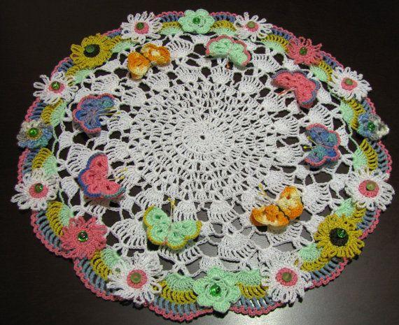 Centrino uncinetto splendida con girasoli e farfalle for Idee creative uncinetto